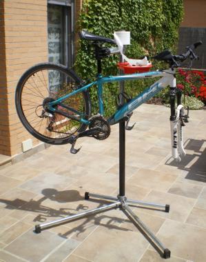 Caballete para bicicletas for Soporte para bicicletas suelo